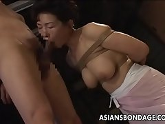 Gambol Japanese MILF sucks mainly a indestructible load of shit