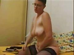 Mature floosie masturbating for internet voyeurs. Home made