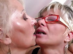 Perfect of age mothers at one's disposal nance threesome