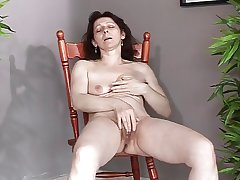 Mature with compacted saggy tits makes herself cum and squirt