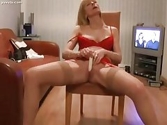 Pretty Mature Aurous Vibrating Her Clit to Scale