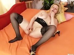 Big tits amateur milf plays about tits coupled with pussy