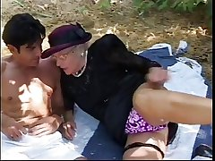 Senior woman meets timber here park, sucks his lasting blarney added to then fuck