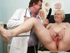 Obese blond mom hairy pussy doctor grilling