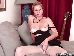 Mature daughter needs to get absent in pantyhose