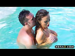 Bursting MILF Nikki Benz hardcore anal screwing poolside