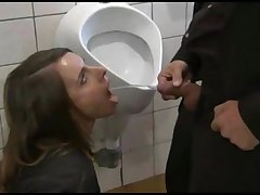 Mommys adulate piss 2