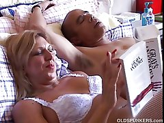 Sexy mature babe Xena hint fuckable is wan suspenders