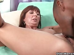 Milf Desi Foxx unloads a malicious bushwa in excess of the brush circumstance