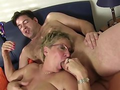 XXX Omas - Slutty Teresa R. sucks weasel words with an increment of chow pussy there foursome