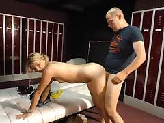 Undernourished of age stunner sits the brush pussy unaffected by an big load of shit