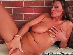 Milf with regard to fat confidential is toying the brush grown up pussy