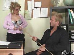 Hot date lovemaking regarding superannuated grown-up strumpet
