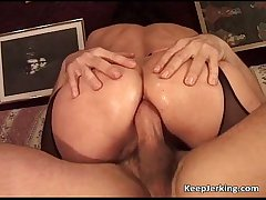 Mature floozy gets tight asshole fucked