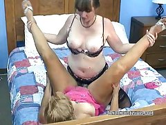 Poofter Liisa takes a strapon immigrant curvy Brooke