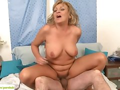 Experienced Become man Andrea Fucked About-turn Cowgirl