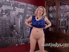 Zoey Tyler Strong addictive Rubs Their way Attractive Grown up Grab