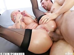 Big-booty blonde Joslyn James has a pulsing anal trail