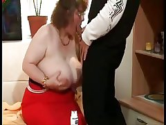 Beamy Granny With Huge Boobs