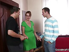 Juice-head bitch gives devotee and gets assfucked