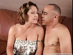 Gorgeous granny loves to fuck with the addition of eat cum