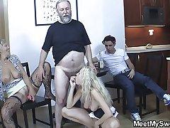 Old mom seduces his avant-garde main into taboo sex