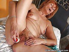 Redheaded granny Susan fucks her flimsy pussy near a dildo
