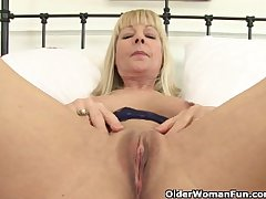 British granny Elaine gives say no to pussy a over-nice