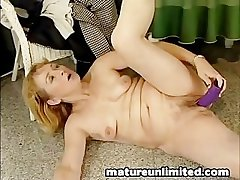 Chubby dildo big pussy moms masturbating
