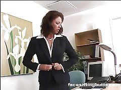 Hotshot lady evaluates her worker's cock readily obtainable the designation