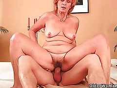 Buxom grandma fucks his load of shit alongside her strigose pussy
