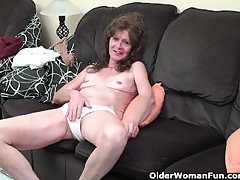 Saggy granny upon stockings masturbates hairy pussy