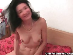 Granny gets her hairy pussy finger fucked at the end of one's tether the photographer