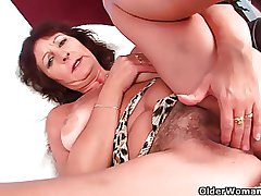 Busty senior laddie rubs her hairy cunt with her fingers