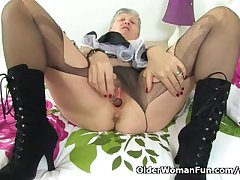British granny Savana will serve all about your needs