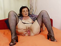 Unmitigatedly Sweet Grannies 01 (using Dildo)