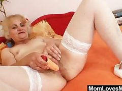Mature Dominika old pussy gaping coupled with masturbation
