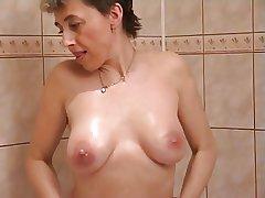 Hot bungling Anna
