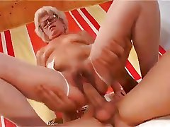 Sexy Short Haired Granny Thither Flimsy Pussy