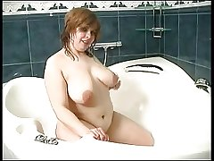 chubby mature in hammer away shower