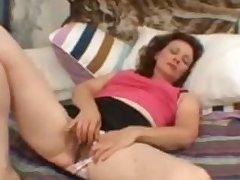 Hairy Dabbler Grown up Milf Masturbating Her Old Vagina Demilf.com