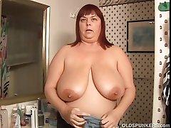 Juicy Josie is a beautiful mature BBW far precise heavy tits