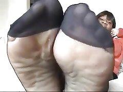 Dismal mature in black pantyhose shows legs